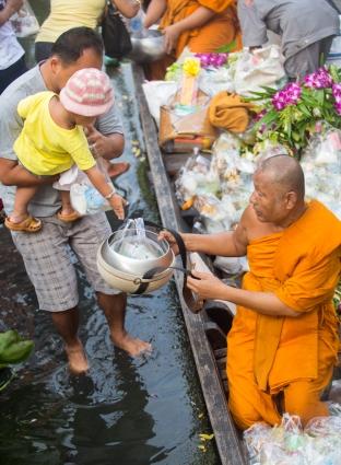 kwan-riam-floating-market-monk-merits-17-of-29