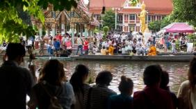 kwan-riam-floating-market-monk-merits-4-of-29